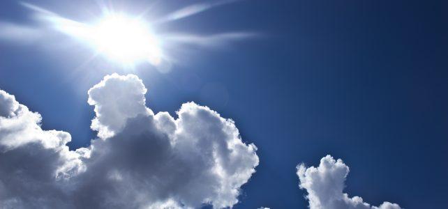 Wytchnienie w upalne dni – markizy do okien pionowych i dachowych