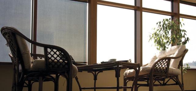 Markizy do okien pionowych Fakro sterowane ręcznie – dlaczego nie są w 100% szczelne?